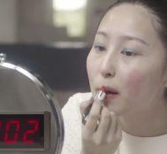 Sadece 10 Saniyede Harika Bir Makyaj Yapabilir Misiniz? Tabi ki Hayır!