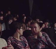 Araç Kullanırken Telefona Bakan İnsanlara Sinemada Güzel Bir Ders Verilmek İsteniyor.. Ve Seyirciler Sadece Bakakalıyor!