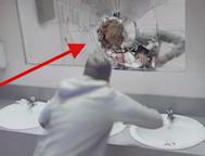 Bu Barın Tuvaletinde Alkollü Yolculuk Yapmaya Hazırlanan Erkeklere Harika Bir Ders Veriliyor.. Mutlaka İzleyin!