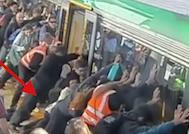 Avustalya Metrosunda Bacağı Sıkışan Adam Yolcuların Desteğiyle Böyle Kurtarıldı!