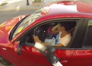 Motoruyla Yola Çöp Atan Sürücülerin Peşine Takılıp Onlara Müthiş Bir Ders Veren Bu Kadının Çektiği Son Videoyu Mutlaka İzlemelisiniz