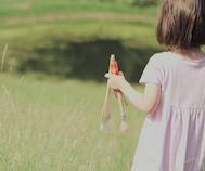 Henüz 5 Yaşında Olan Otistik Kızın Muazzam Resimleri Görenleri Büyülüyor