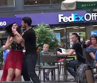 Sosyal Deney: Sokakta Çiftler Birbirine Şiddet Uygularsa Çevrenin Tepsiki Nasıl Olur?