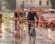 Letonyalı Bisikletçiler Trafikte Arabaların Ne Kadar Yer Kapladığına Dikkat Çekmek İçin Böyle Yola Çıktı