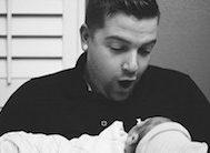 28 Fotoğrafla Babaların Yeni Doğan Bebekleriyle İlk Karşılaşma Anı