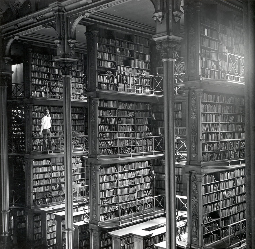 the-old-public-library-of-cincinnati-ohio-usa