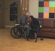 Sağlık Sorunları Nedeniyle Ayrı Yaşamak Zorunda Kalan Yaşlı Çiftin Herkesi Üzen Fotoğrafı