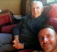 Alzheimer Hastası Olan Babasının Hafızasını En Sevdiği Şarkı İle İyileştirdi