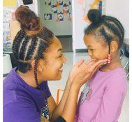 Dünyada Güzel Şeyler de Oluyor: 4 Yaşındaki Öğrencisiyle Aynı Saç Modelini Yapan Siyahi Öğretmen