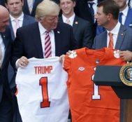 Trump, Beyaz Saray'a Gelecek Olan Clemson Amerikan Futbolu Takımına Fast Food Verileceğini Açıkladı