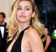 Miley Cyrus İlk Öpücüğünün Bir Kızla Olduğunu İtiraf Etti